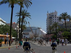 Plaza San Juan de Dios and the port.+